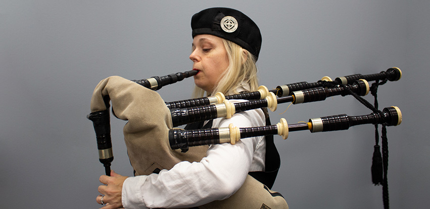 Kari Smith playing the bagpipes